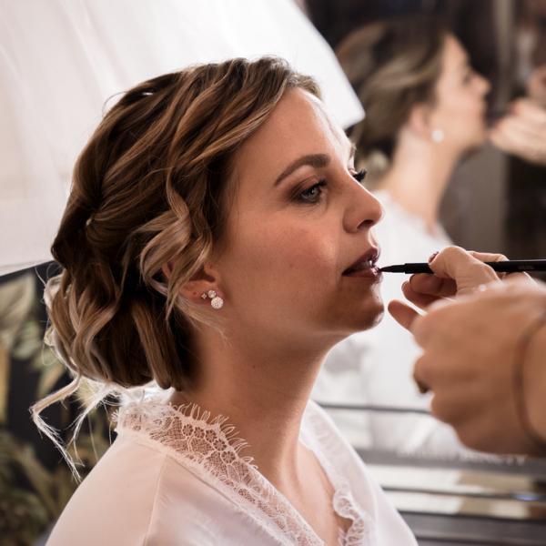 Bruidsmake-up en bruidskapsel Saskia (www.trouwenmetthomas.nl)