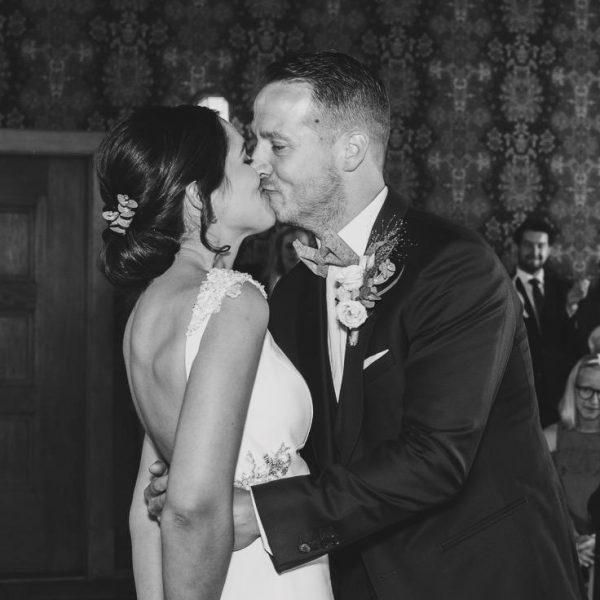 Bruidsmake-up en kapsel Eveline