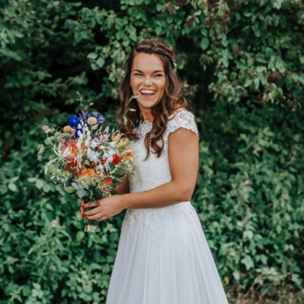 Bruidsmake-up en bruidskapsel Carlijn